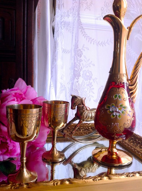 ♥ ♥ Annie crazy Antiquities British hand carved bronze goblet, cups, juice cups ~ golden cup one pair of glasses