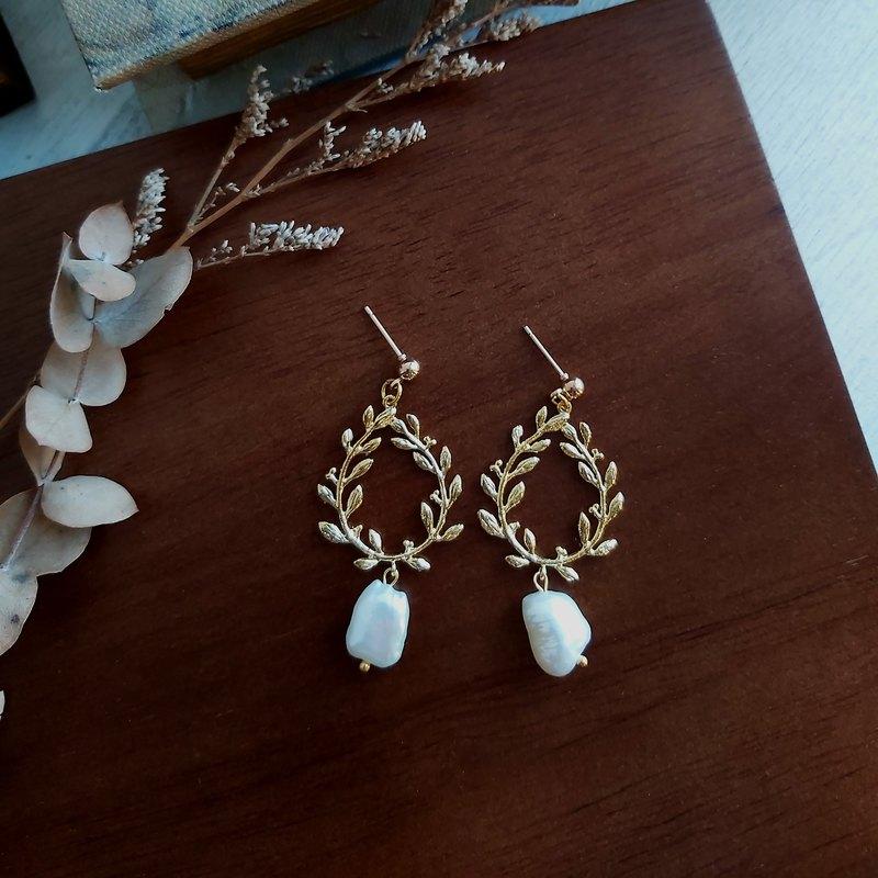 獨家 - Aiyana 不規則淡水珍珠 花環形狀 復古系列耳環 耳針/耳夾