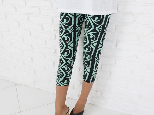 Can also be used for yoga! Batik Dye Ethnic Stretch Leggings Shorts <Mint>