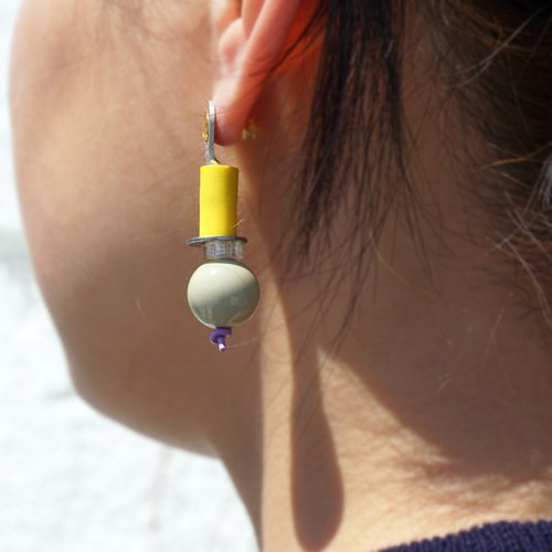 【P-13】(Green)Electronic parts pierced earrings/blight yellow/cream colored bead