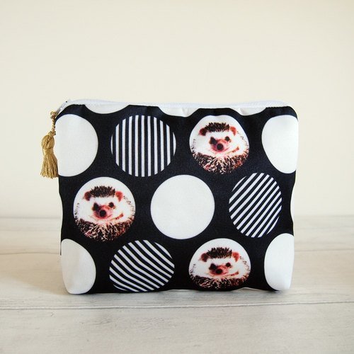 Hedgehog zip pouch,Hedgehog zip bag,Hedgehog makeup bag,Hedgehog cosmetic bag,Hedgehog toiletry bag,Hedgehog gift,Gift for her,60s,Sixties