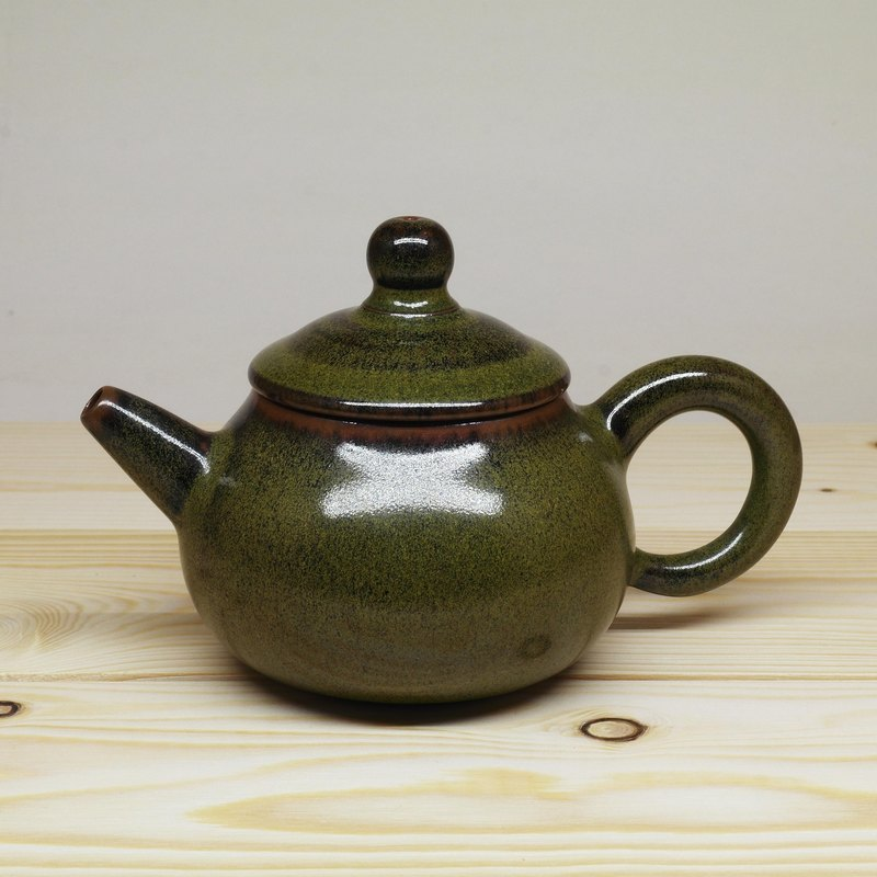 The end of the tea is a teapot hand made of pottery tea props