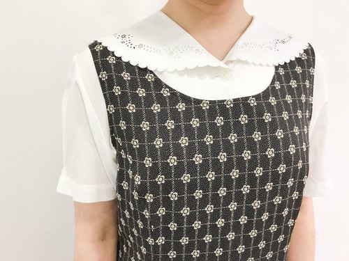 …{DOTTORI :: TOP}White Short-Sleeved with Lace Collar