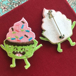 Cloth embroidered pin - happy fast food series Rainbow Cup cake