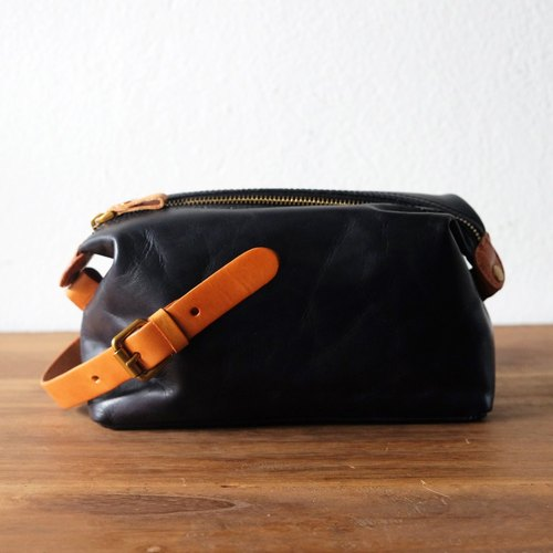 Toiletry Wrinkle Vintage Leather Bag / Small Retro Handmade Clutch Purse