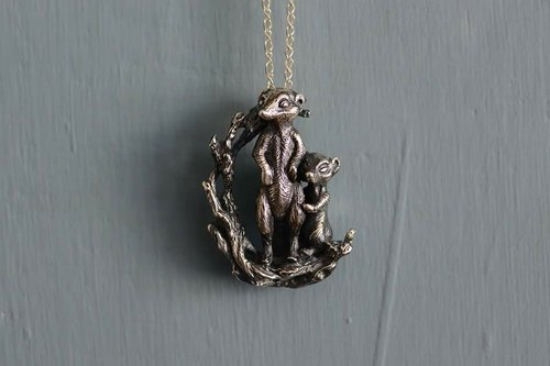Heterosezalon Silver Necklace - Meerkats cuddles