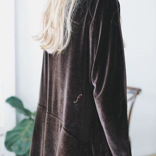 Syd and ling oversize dark brown velvet dress coffee color original vintage embroidery letters