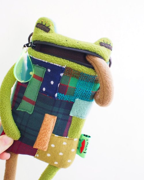 E * group A frog saliva Patchwork bag (brown-green) iphone6 ​​+. I7 + cell phone pocket