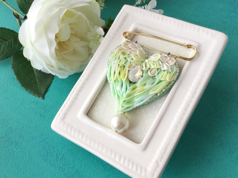 Heart wing brooch · green