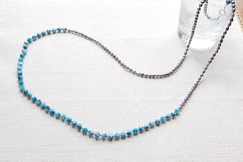 Long necklace of resale apatite and silver pearl