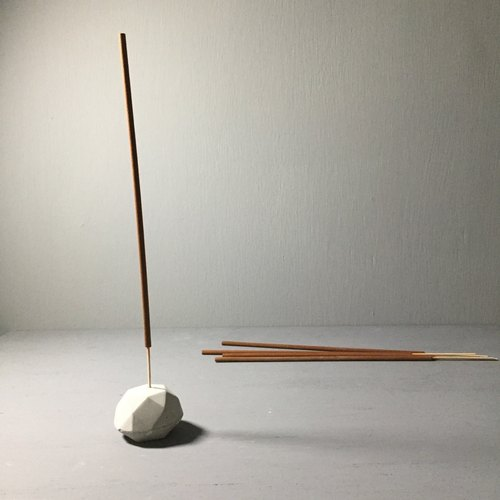 Incense holder, faceted in concrete - A
