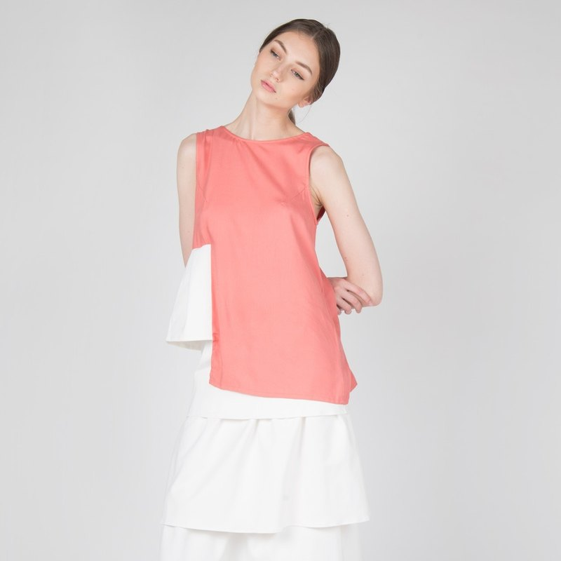 PLEATED V-BACK RAYON TOP IN CORAL