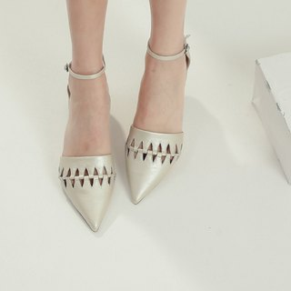 Fine cut triangular hollow around the ankle leather flat shoes champagne gold