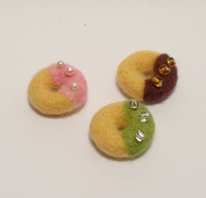 Donut-Wool felt  (key ring or decoration)