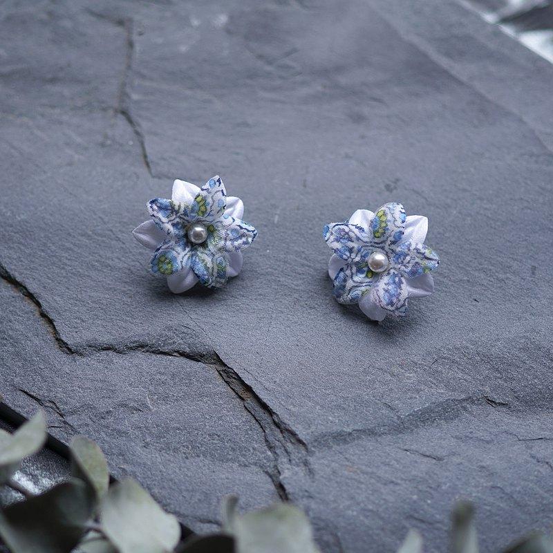Charlotte 藍綠小花圖騰海島度假貼耳式耳環