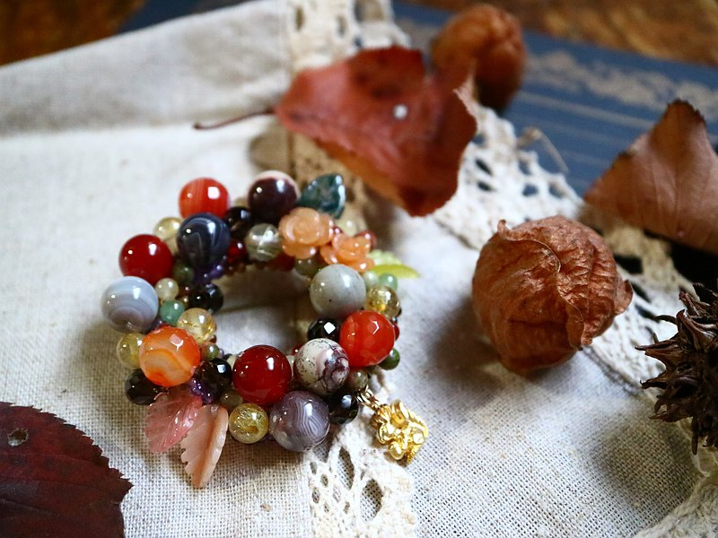 Fuki tree forest child squirrel story wreath brooch animal creature squirrel flower rose rose leaf tree nut acorn colorful ring chestnut rat natural stone rutile quartz gold needle crystal