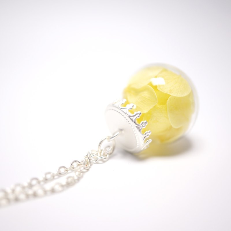 A Handmade glass beads necklace yellow hydrangea