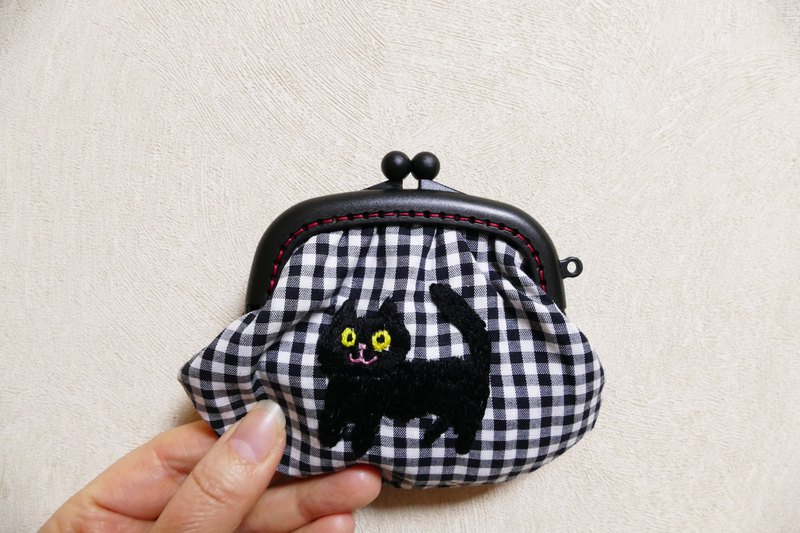 Embroidery gyeonggam check black cat