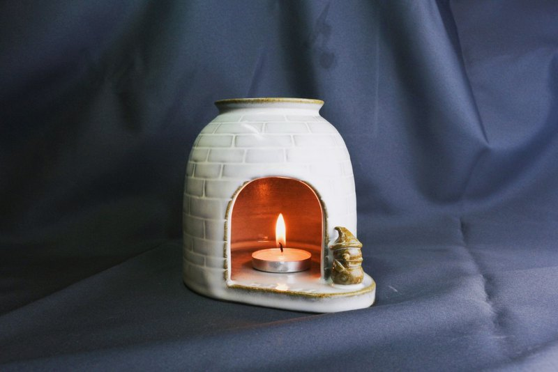 Chau.pottery Limited Snowman Essential Oil Candle Holder