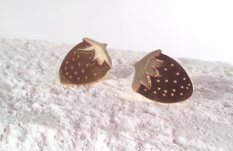 ** Strawberry Chun ** Brass Pin Badge