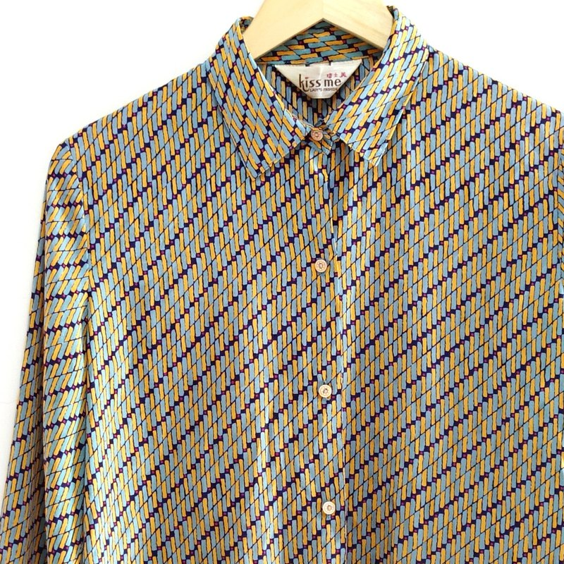 │Slowly│ fluctuations - vintage shirt │vintage. Retro. Literature