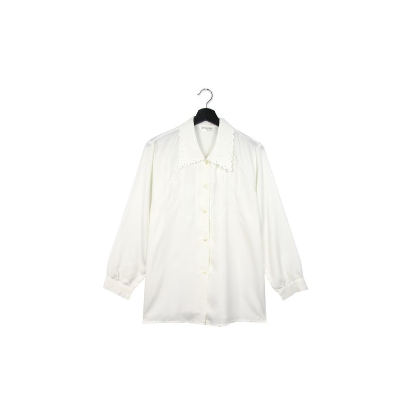 Back to Green:: Japanese and silky white shirt small lace / / vintage shirt