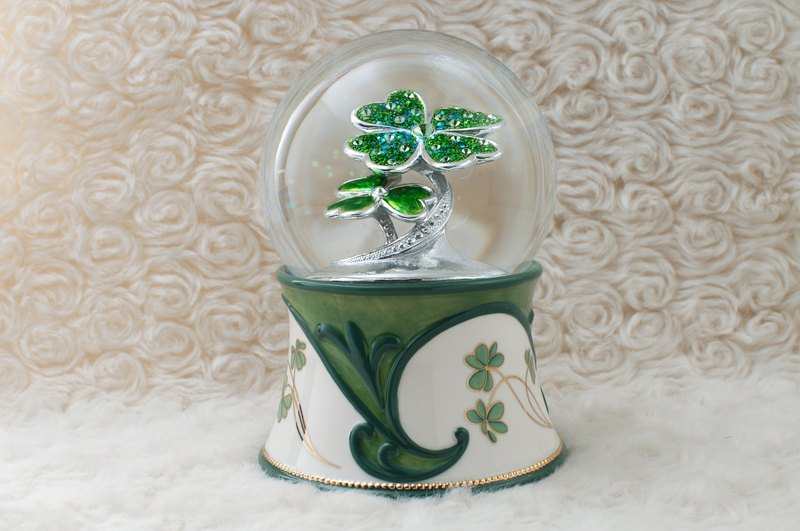 Clover star crystal ball music box birthday gift home furnishings