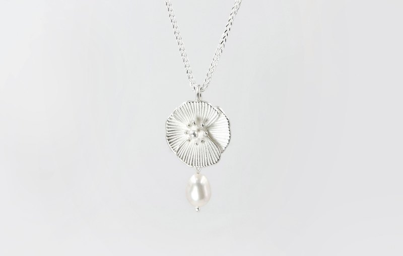 I-Shan13 Poppy Flower Necklace (Pearl)