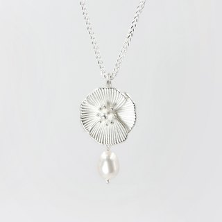 I-Shan13 Poppy Necklace (Pearl)