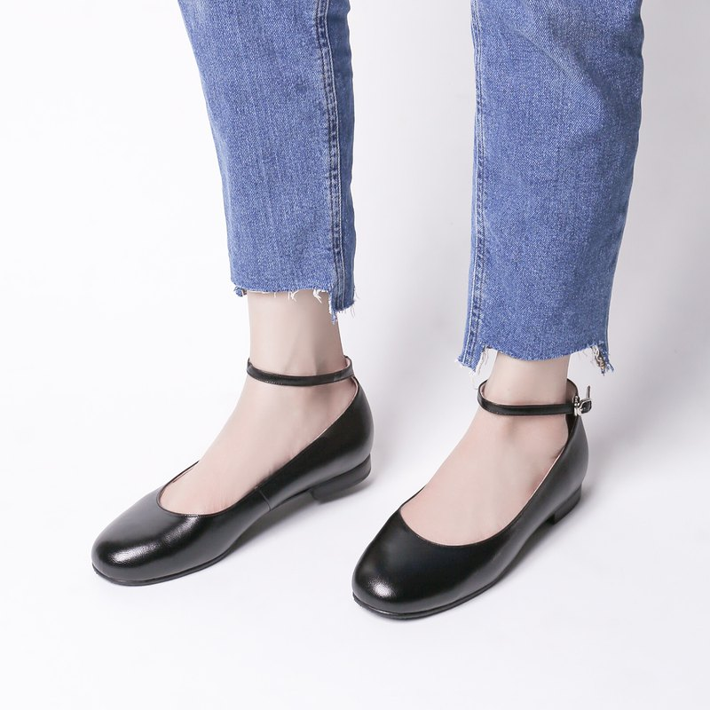 Perfect cut! Black-elegant round neck ankle flat shoes full leather MIT