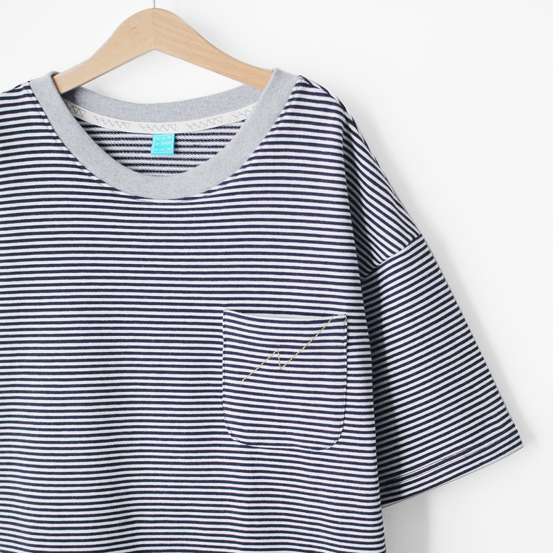 Loose Shoulder Top Zhang Qing * White Striped Cotton Lightning Pocket Tee