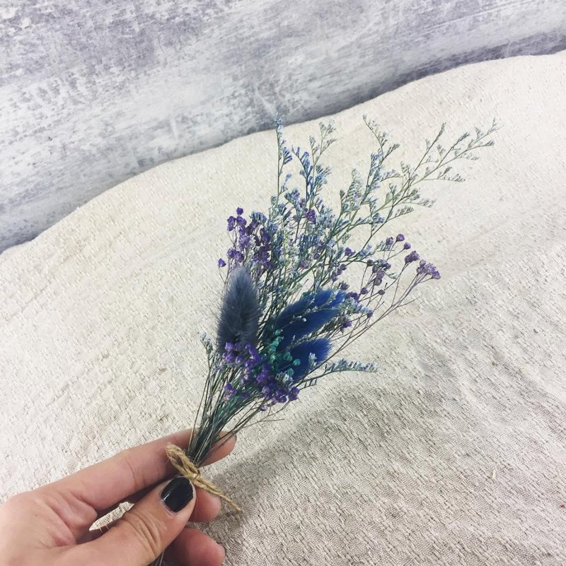 // Mystery // blue purple dry bouquets / store decorations office small objects shooting props