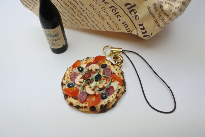 Miniature food、Pizza strap with tomato and salami