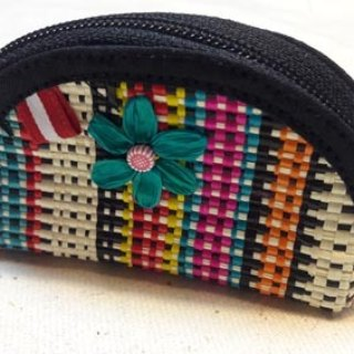 Three-dimensional shell flower color knit purse - Black
