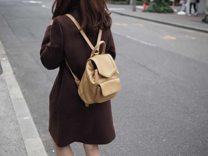 Alice (beige) : Backpack, cow leather, travel, cream bag, leather bag