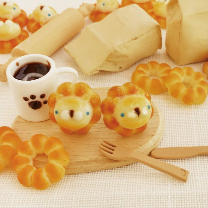Home of Goat Milk*Handmade/Delicious Dessert Cream Face Lion (Steel Pin, Silicone Ear Clip) Pair Price