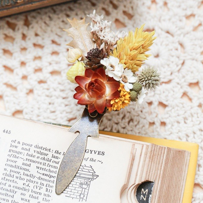 """Three hand-made floral cat"" dried flower bookmarks - handmade bookmark / fresh and dried flowers"