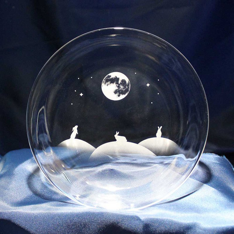 Rabbit motif glass plate