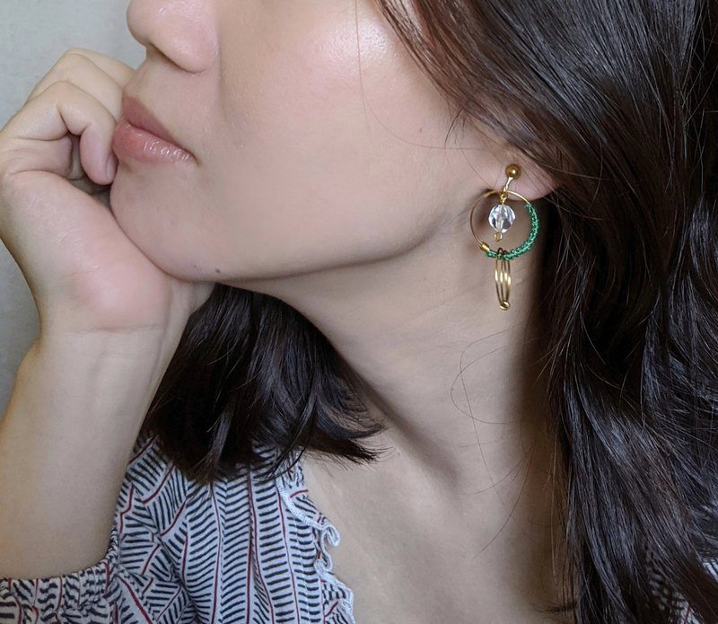 Sunlight Emerald-Brass Braided Earrings