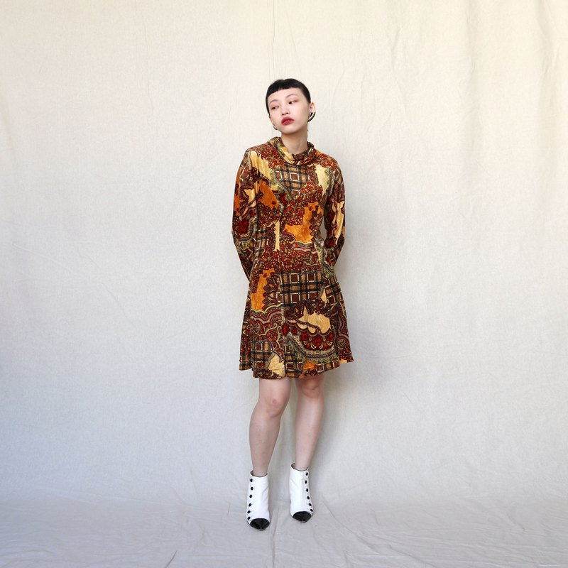 Pumpkin Vintage. Suede turtleneck print long sleeve dress