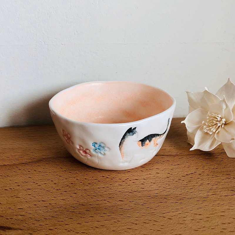 Cat and flower / hand made ceramic tea cup