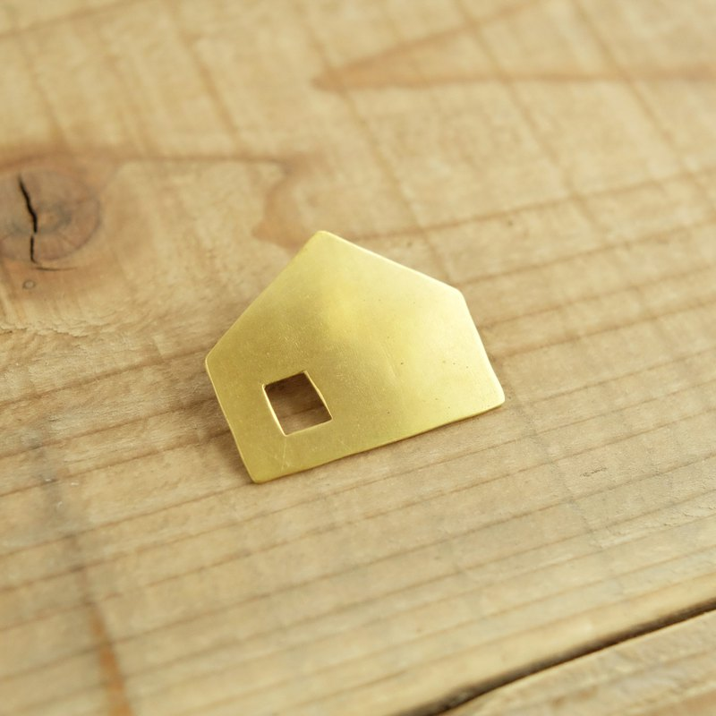 Brass brooch at home B005-2