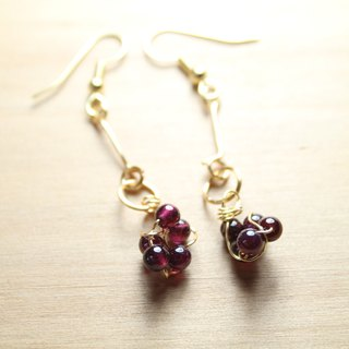 Wire garnet earrings can be clipped full string
