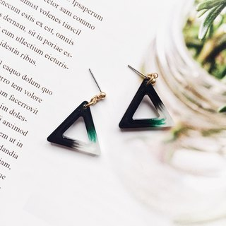 La Don - Geometric Triangle - Deep Green Tea Garden Ear/Ear clip