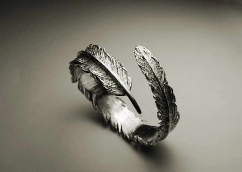 Big feather bracelet