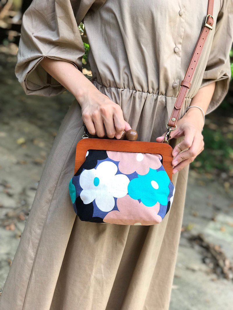 Wooden gold bag - purple poppies