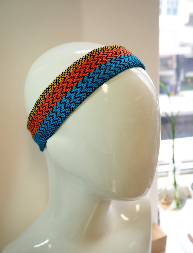Hand weaving head with blue and orange