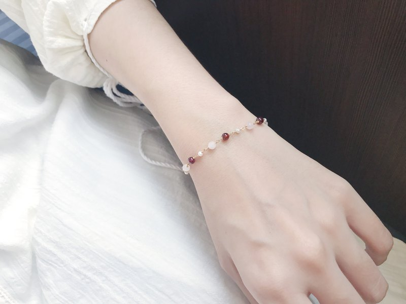 :: Small Pit:: Pink Girl Natural Stone Pearl 14K Gold Bracelet