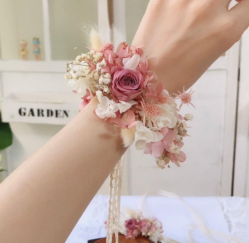 Alley Moer retro leather powder dry flower eternal flower wrist flower small French lace ribbon