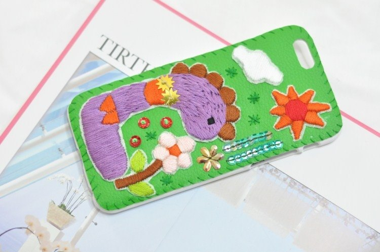 Handmade embroidery children's drawings small dinosaur beaded mobile phone shell